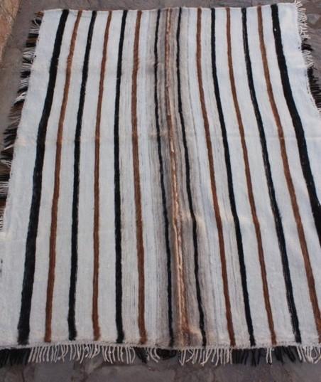 2.-Manta de Cama Oveja 1,90 mts. x 2,30 mts.  5,180  kg.  Cardada  $ 2650.-
