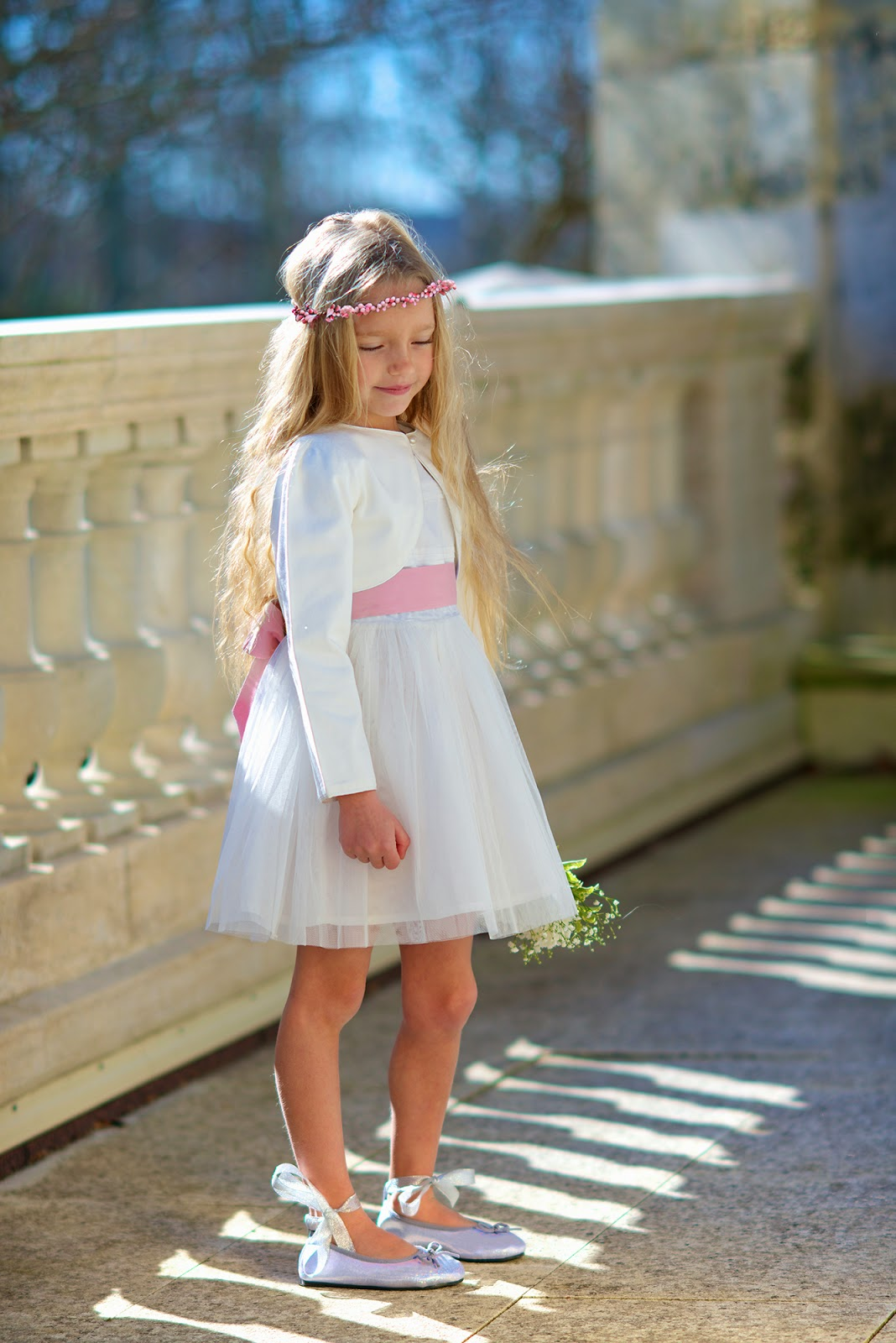 wedding spirit blog mariage les petits inclassables cortèges enfants d'honneur tenue d'enfant retro chic élégant couleur poudrée