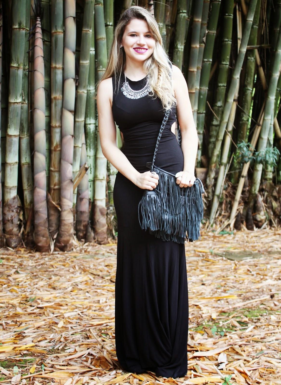 Look com vestido longo preto e branco