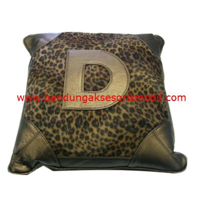 Bantal Peluk Bulu Macan Gold 1 pcs