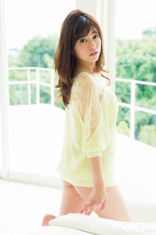 HKT48・宮脇咲良、花柄ビキニで『ヤンマガ』表紙を華やかに飾る - ファッション服,ブランド服