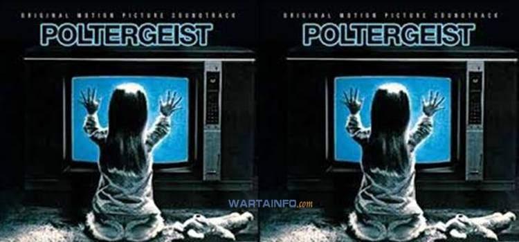 poster Poltergeist 1982 Film Horor terseram terbaik paling menegangkan