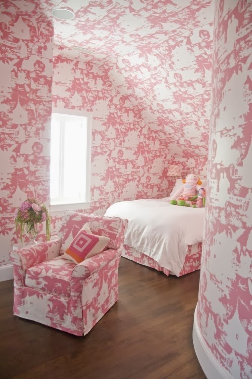Hydrangea hill cottage some wonderful girl 39 s rooms for Pink and white wallpaper for a bedroom