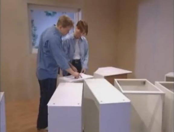 Como instalar un mueble de cocina 1 h galo usted mismo for Como montar muebles de cocina