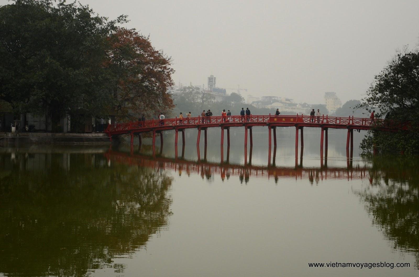 Hà Nội trong sương sớm