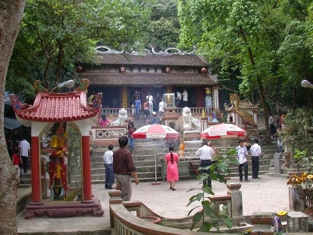 Cho thuê xe đi đền thờ Ông Hoàng Mười Nghệ An với giá rẻ