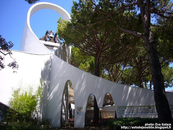 La Grande Motte - l'église Saint Augustin    Architecte: Jean Balladur   Construction: 1975-1976