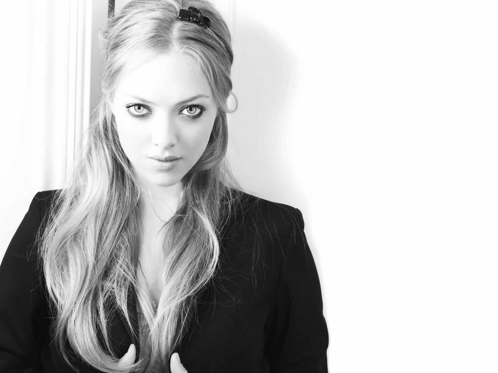 Amanda Seyfriedsexy in...