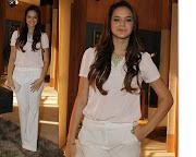 . composto pro calça alfaiataria e blusa, nada do estilo funkeira Lurdinha .