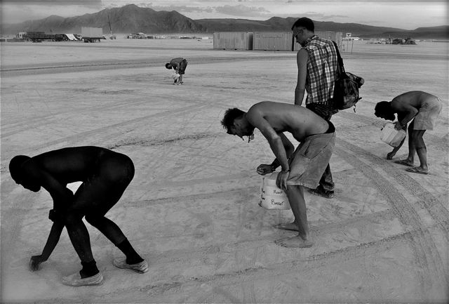 Paul Festa's Archive Fever: Burning Man Photo Essay, Part 4: MOOP Squad