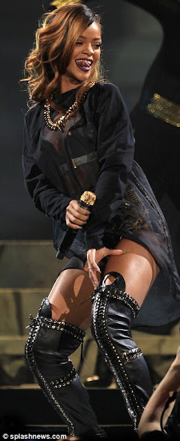 Rihanna Tidak Mengerti Makna Cinta