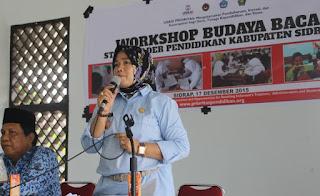 Kepala Dinas Pendidikan Sidrap, Nur Kanaah, saat sambutan workshop budaya baca untuk menyusun langkah strategis program budaya secara partisipatif di Baruga SKPD (17/12)