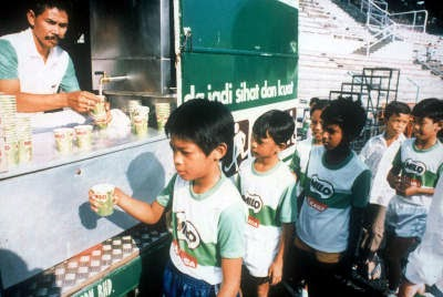 """how to promote milo drink Milo malaysia has been posting what can be found in milo"""", yet again  nestlé  malaysia further clarified that milo is made with milk, malt (barley) and  most  youtube adverts targeted at kids promote 'unhealthy foods', study."""