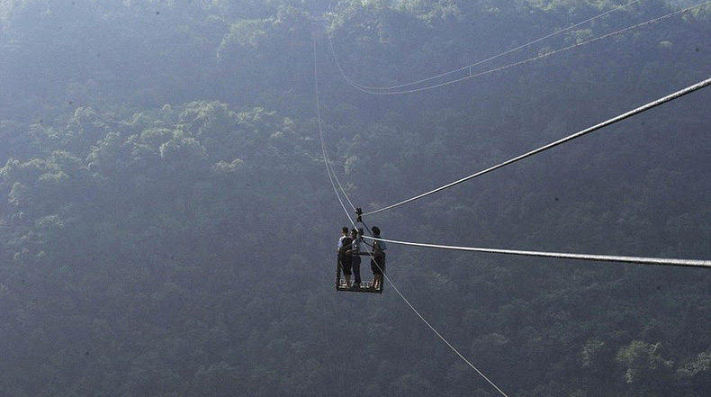 Un teleférico peligroso en un pueblo de china