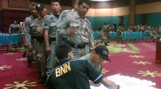 Tes urin di lakukan untuk mengatasi tingginya jumlah peredaran, penyalahgunaan dan bahaya narkoba di lingkungan pegawai negeri sipil pemerintah Kabupaten Bogor