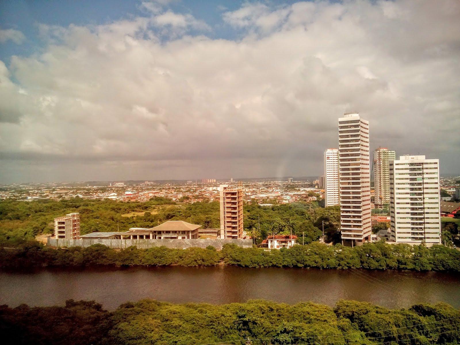 Construções na beira do Rio