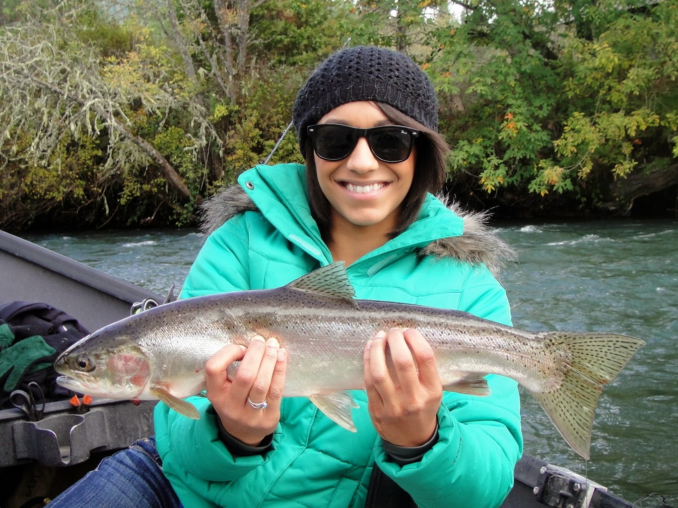 Fly fishing for steelhead on the upper rogue river rogue for Rogue river fishing