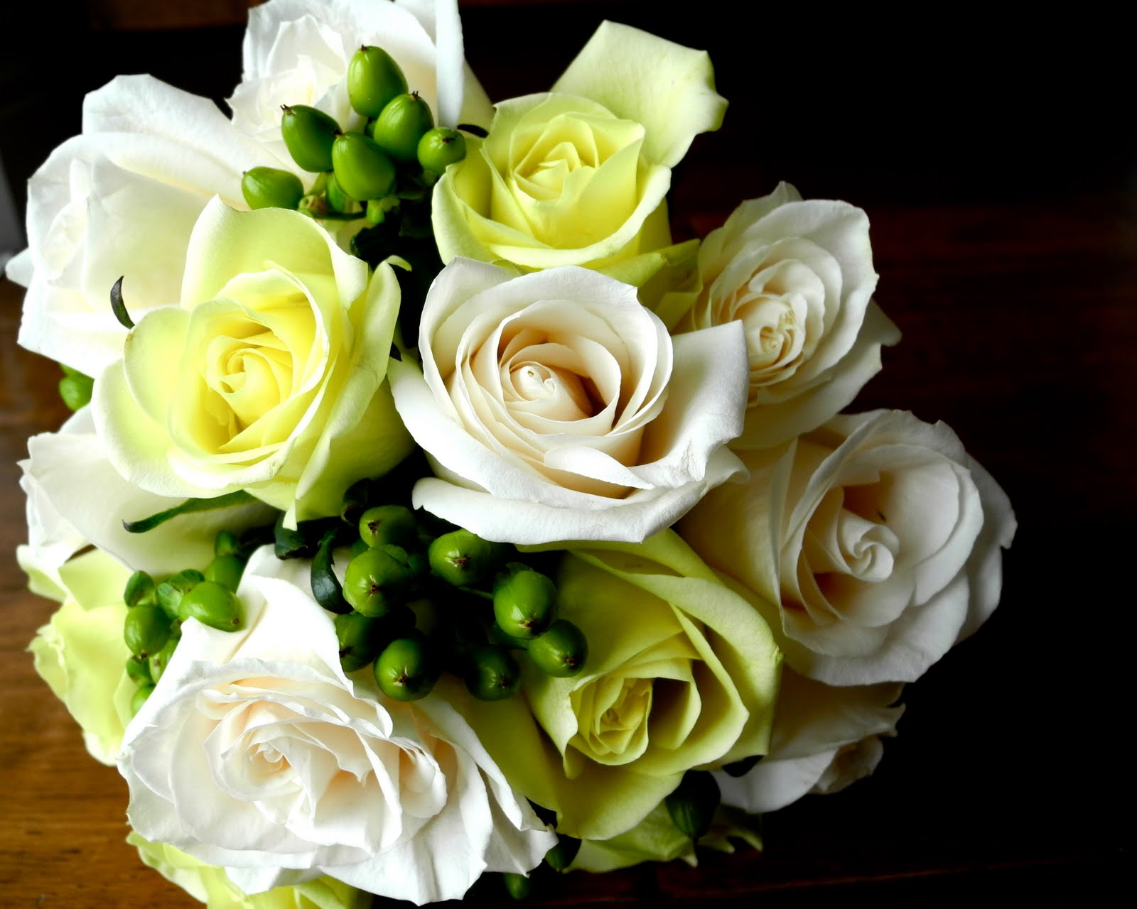 The Flower Girl Blog Cream And Spring Green Wedding Flowers Sneak