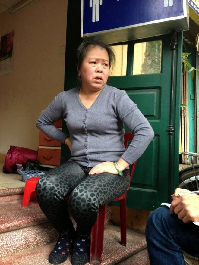 Cầm kéo đâm phụ nữ giữa phố cổ Hà Nội