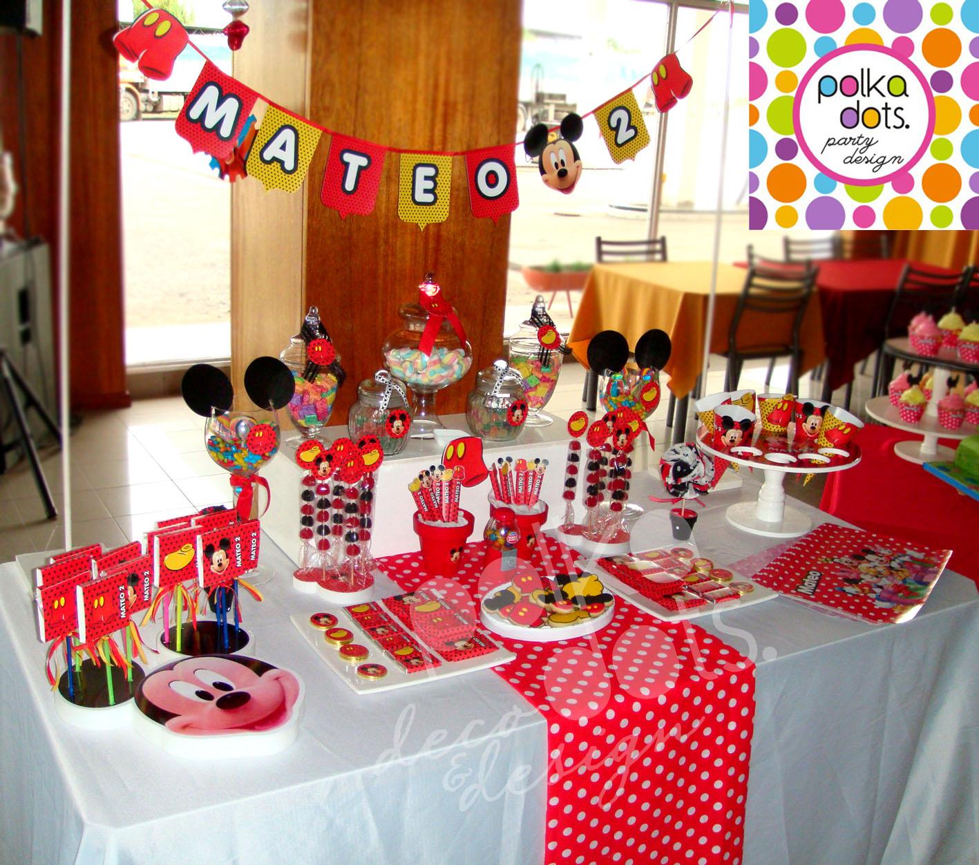 Polka dots party design candy bar de mickey para mateo - Ideas decoracion bar ...