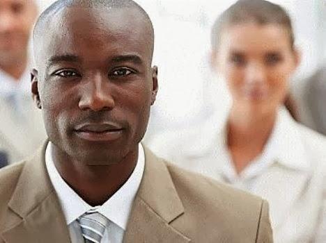 Negros não recebem nem 60% do salário dos brancos. É brincadeira?!