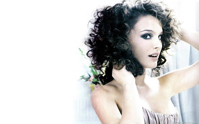 Natalie Portman Curly Hair Style