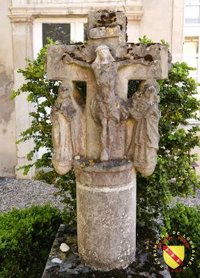 Liverdun - Croix de la cour du presbytère