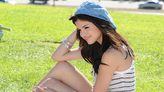 Selena Gomez New Beautiful Hot HD Wallpapers In 2013.
