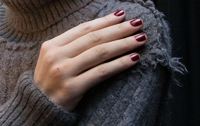 Derek Lam automne 2015 ongles rouge bordeaux