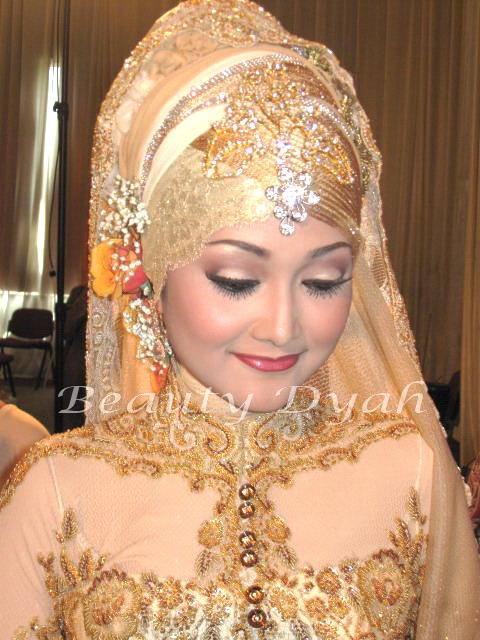Model 4. Tips Memilih Bahan Hijab Modern untuk Pengantin image