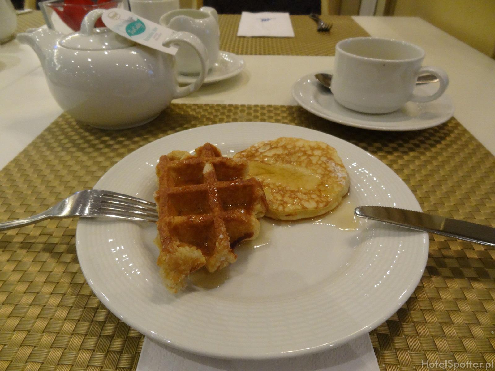 Maritim Hotel Berlin - sniadanie gofry pankejki waffles pancakes
