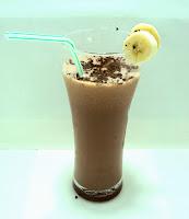 Mleczny koklajl czekoladowo-bananowy