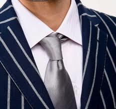 неправильно завязанный галстук