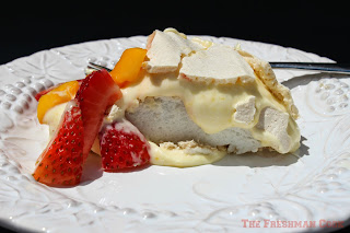 pavlova, lemon curd, fresh fruit, dessert
