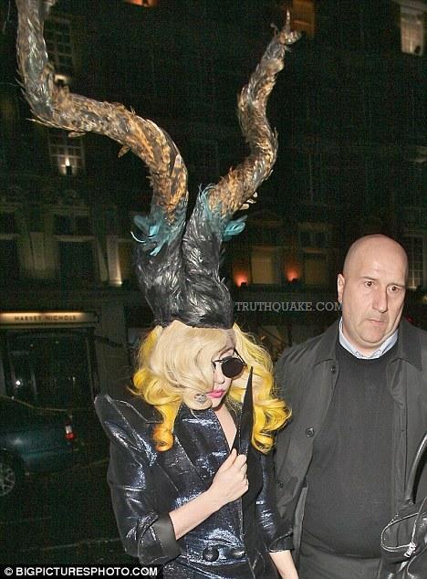 http://1.bp.blogspot.com/-4-2KGCiR8OA/T54wdE4EPrI/AAAAAAAAATk/kBh-ZDlgDX0/s1600/lady-gaga-illuminati-devil-horns-hair-hairstylist-michael-pooter-quits-vmas-666-worshipper-2011-ok-sign-tattoos-tour-freemason-satanic-rihanna-beyonce-jay-z-video-kanye-west-threatens-life-kill-murder-children.jpg
