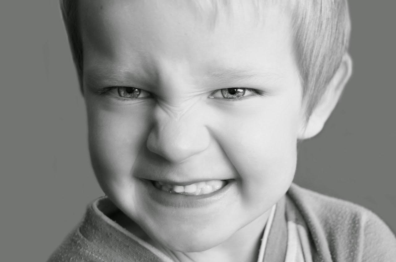 Wenn das kind eltern aggressiv schlägt, tritt und beißt
