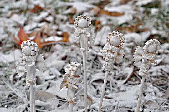 Снеговики своими руками из ниток на новый