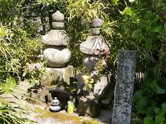 桟敷の尼の墓