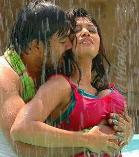 Oviya Helen Hot Enjoyed By Siva | Romantic Song From Kalakalappu | Images | Stills