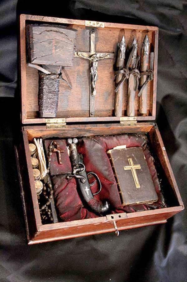 bukti-peninggalan-sejarah-paling-mengerikan-di-dunia-peralatan-berburu-vampir