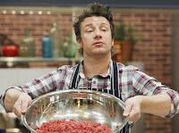 Jamie Oliver cria polêmica sobre 'gosma rosa' em hambúrguer nos EUA