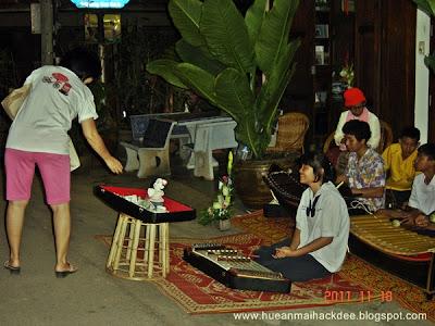 นักเรียนโรงเรียนเชียงคาน โชว์การเล่นดนตรีไทย