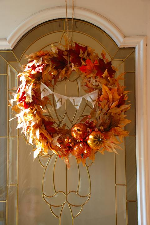 http://ourhousetohomeblog.blogspot.com/2013/10/diy-fall-wreath.html