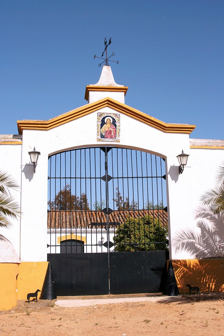 Entorno a jerez azulejos devocionales un recorrido por - Tejadillos sobre puertas ...