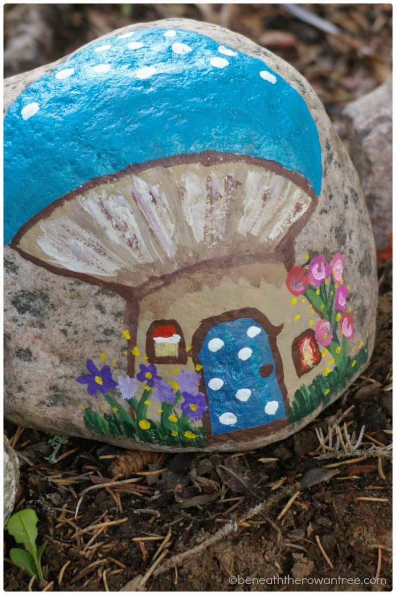 Beneath the rowan tree garden homes for the fairies for Crafts made from rocks