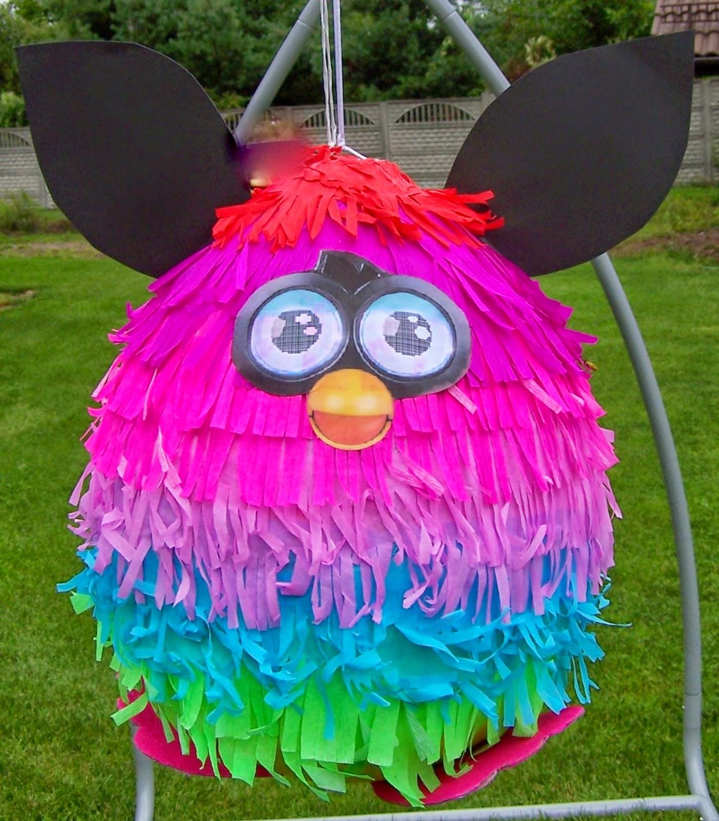 1. Duża piniata tęczowy Furby
