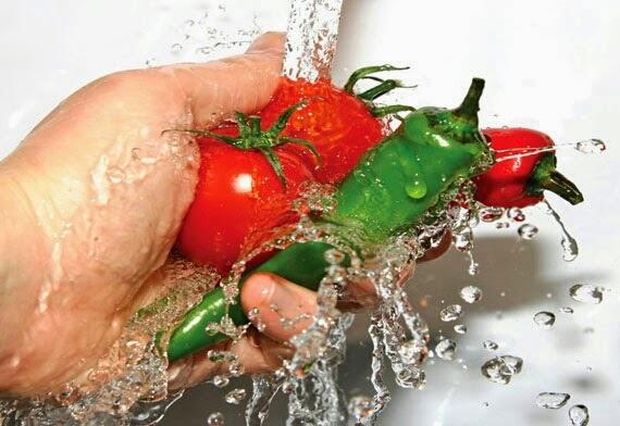 makan makanan yang bersih dan minum minuman yang bersih