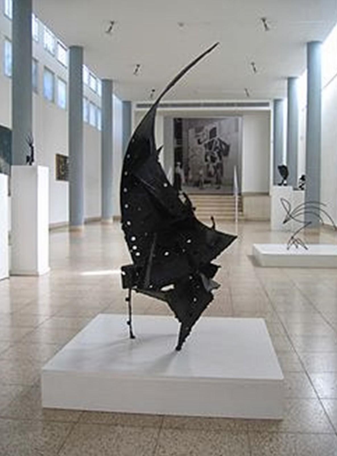 A Sarça Ardente, escultura em aço, 30 centímetros de altura, exposta no Museu de Arte de Haifa. Artista: Yitzhak Danziger  (1917-1977), judeu nascido na Alemanha e estabelecido em Jerusalém em 1923.