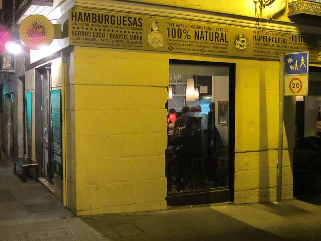SAN WICH, fachada. Hamburguesería chilena.