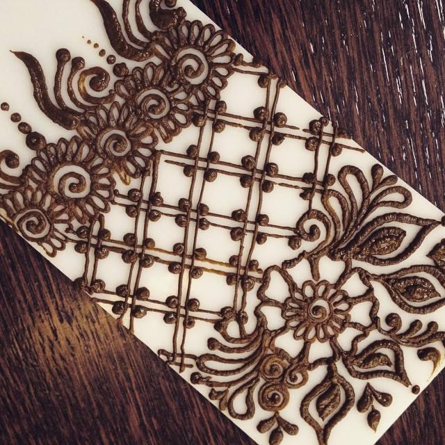Criss Cross Henna